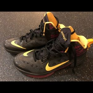 Nike laker color basketball shoes men's 9.5